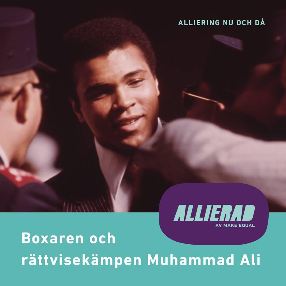 """Foto av Muhammad Ali rakt framifrån, i förgrunden syns lite andra människor som är vända mot Ali.  På bilden ligger text  """"Alliering nu och då Boxaren och rättvisekämpen Muhammad Ali"""" samt Allierads logga."""