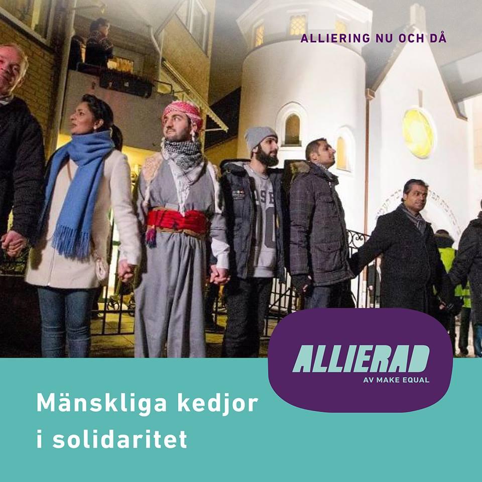 Fotografi från 2015 när bildade muslimer en mänsklig kedja runt synagogan i Oslo för att protestera mot polarisering och splittring.
