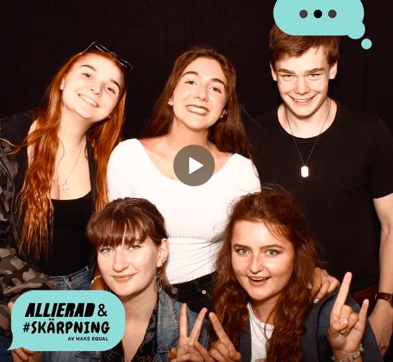 """Skärmbild ur klippet. Bilden var fem unga människor som ler och tittar in i kameran. Pratbubbla med tre punkter, i annan bubbla """"Allierad & #skärpning av Make Equal"""""""