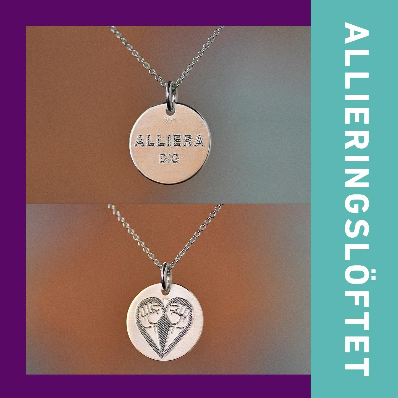 """Två foton av silverberlock med texten """"Alliera dig!"""" respektive Allierads symbol på – två knutna nävar formade till ett hjärta samt bård med texten """"Allieringslöftet""""."""